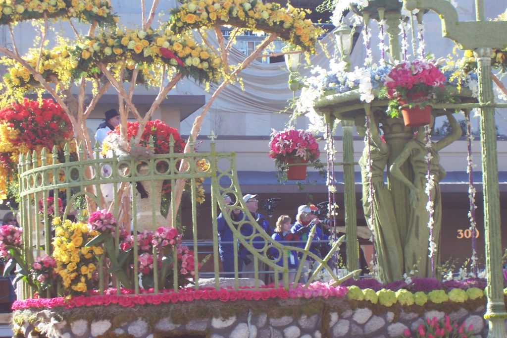 Enhance your Rose Bowl experience by volunteering to decorate a float